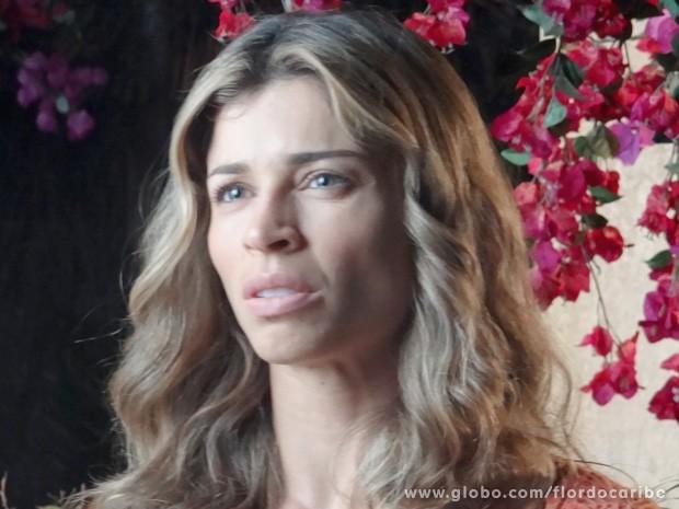 Ester fica surpresa com a proposta do vilão e desconfia das suas intenções (Foto: Flor do Caribe / TV Globo)