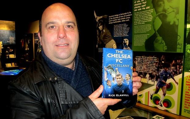 Rick Glanvill livro clube museu Chelsea fotos históricas (Foto: Cahê Mota / Globoesporte.com)