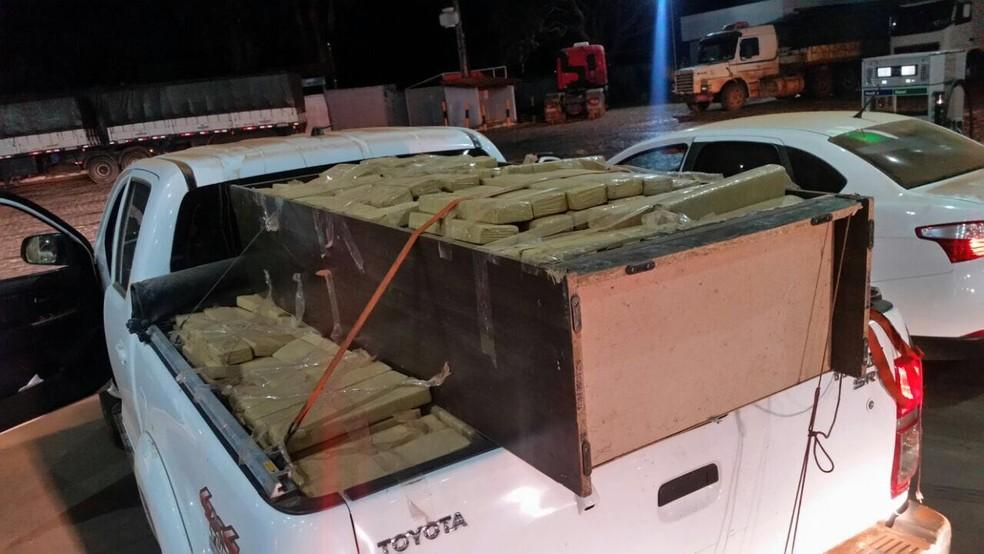 Tabletes de maconha apreendidos pela PF em caminhonete (Foto: Polícia Federal/Divulgação)
