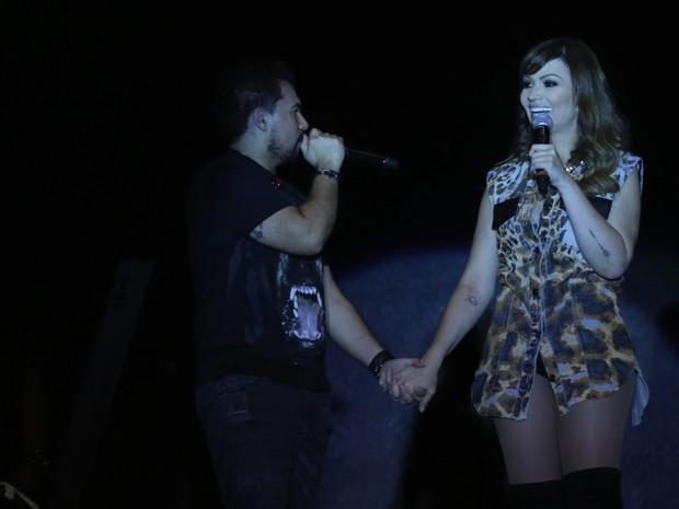 Xand e Solange Almeida, do Aviões do Forró, em show em Crato, no Ceará (Foto: Fred Pontes/ Divulgação)