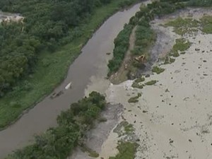 Rompimento de barragem de areia em Jacareí (Foto: Reprodução/TV Vanguarda)