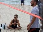 Após passeio com gêmeos, Fernanda Lima e Rodrigo jogam vôlei