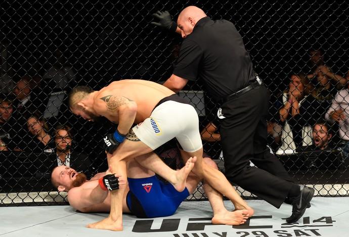 Santiago Ponzinibbio Gunnar Nelson UFC Escócia (Foto: Getty Images)