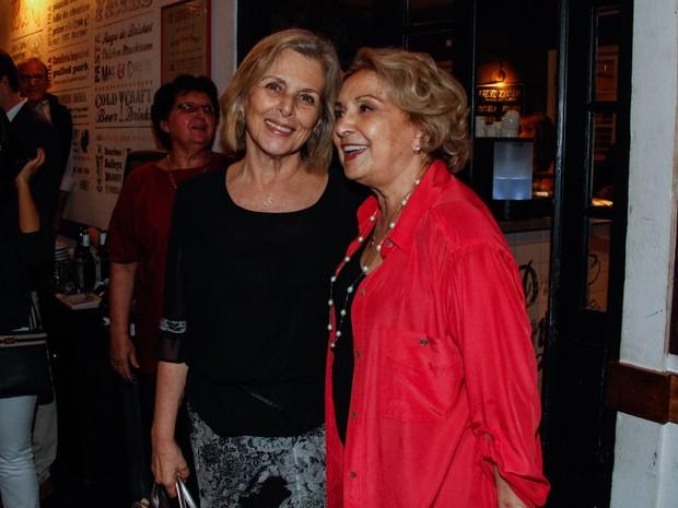 Irene Ravache no aniversário de 80 anos de Eva Wilma em um restaurante em São Paulo (Foto: Marcos Ribas/ Foto Rio News)