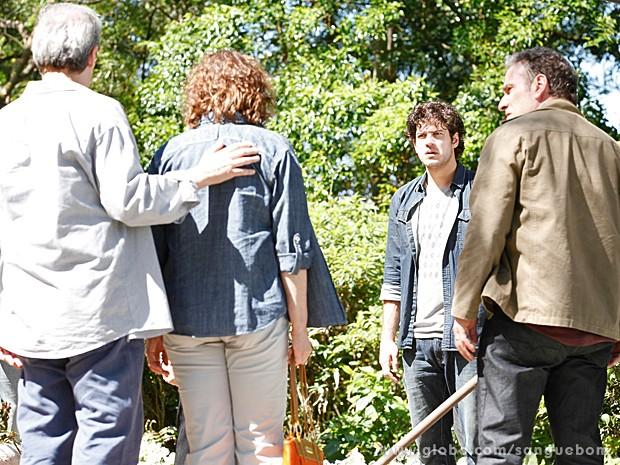 Salma e Gilson revelam toda a verdade par ao jardineiro  (Foto: Pedro Curi/TV Globo)