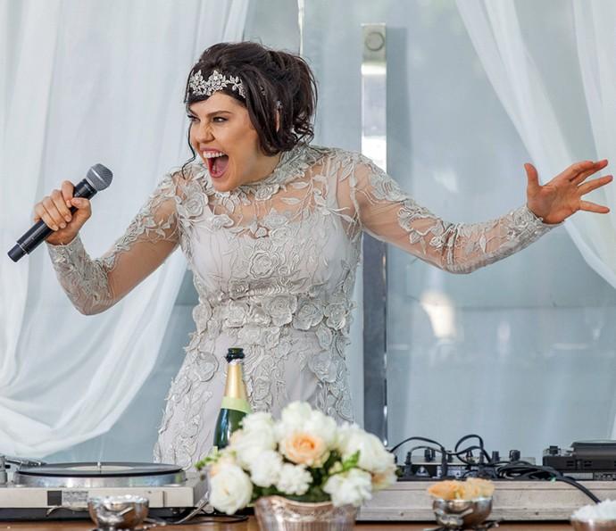 A filha de Gibson surta no próprio casamento (Foto: Artur Meninea/Gshow)