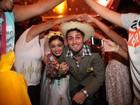 Sophie Charlotte e Daniel Rocha bancam os noivos em casório caipira