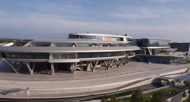 Detalhes do escritório construído por Liu Dejian, fã de Star Trek (Foto: Reprodução YouTube)