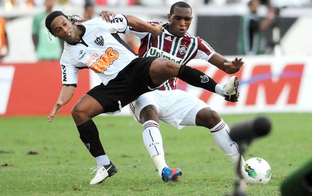Ronaldinho e Digao, Fluminense x Atlético-MG (Foto: Dhavid Normando / Photocamera)