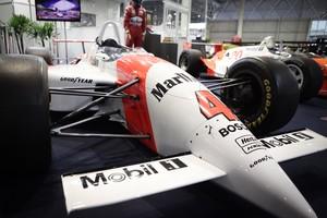 VÍDEO: Fittipaldi mostra carros históricos de sua carreira (Caio Kenji/G1)