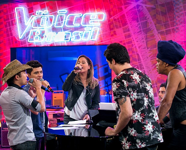 Os talentos cantam sob os olhares de Flausino e Brown (Foto: Isabella Pinheiro/Gshow)