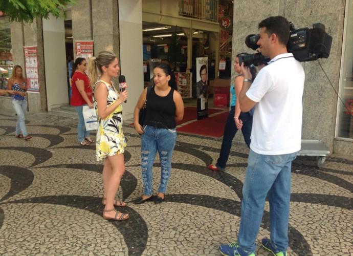 'Plugue' foi para as ruas saber o que a galera acha da versatilidade do Tiago Abravanel (Foto: Plugue)
