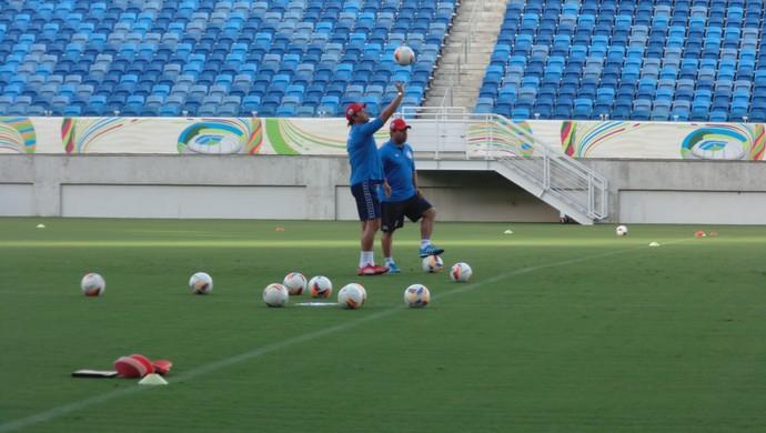 Roberto Fernandes - técnico do América-RN e Leandro Sena - auxliar técnico do América-RN (Foto: Carlos Cruz/GloboEsporte.com)