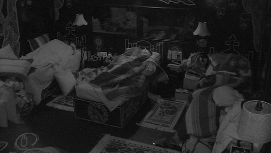 Todos os brothers dormem na casa do BBB17