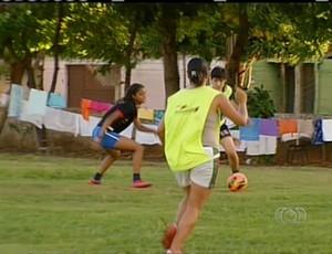 Meninas do Tocantins se preparam para peneira (Foto: Reprodução/TV Anhanguera TO)