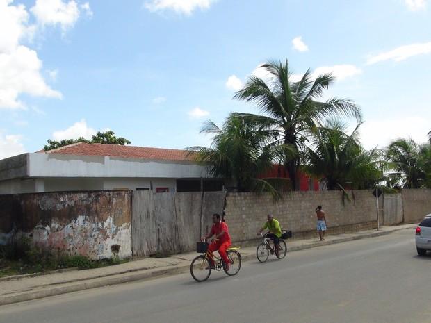 Outra unidade no Benedito Bentes também encontra-se com  (Foto: Waldson Costa/G1)