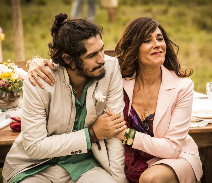 Miguel diz para Iolanda que sente falta de Martim (Foto: Inácio Moraes/ Gshow)