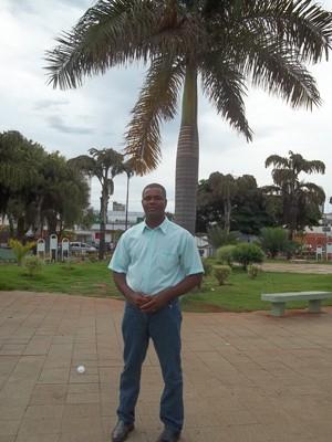 O vereador José Maria Coimbra na praçal onde pretende que seja instalada a estátua de Joaquim Barbosa (Foto: Cíntia Acayaba / G1)