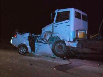Carro ficou embaixo do caminhão no acidente (Foto: Subrayado Canal 10)