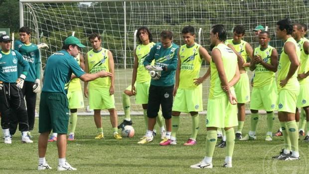 Enderson Moreira comanda treino no Goiás (Foto: Reprodução/TV Anhanguera)