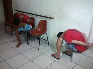 Dois dos presos seriam co-autores dos roubos realizados em Valadares na tarde desta terça. (Foto: Diego Souza/G1)