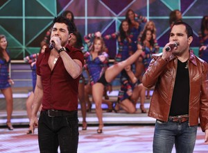 Zezé Di Camargo e Luciano cantam sucessos no palco do Domingão (Foto: Ellen Soares/ Domingão do Faustão)
