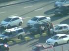 Carro bate em prisma de trânsito e causa retenção na saída da Paralela
