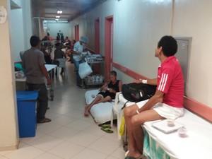 lotação; hospital; he; corredor; pacientes; macapá; amapá; (Foto: John Pacheco/G1)
