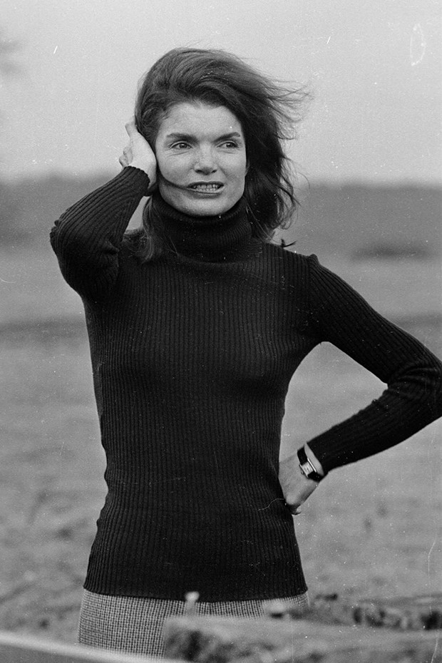 Jackie Kennedy wearing her Cartier 'Tank' wristwatch in 1963 (Foto: DAVID CAIRNS/STRINGER/HULTON ARCHIVE/GETTY IMAGES)