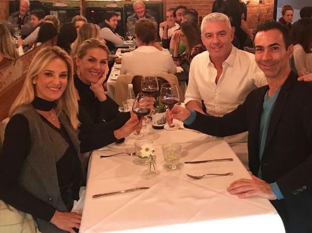 Ticiane Pinheiro, César Tralli, Ana Hickmann e Alexandre Corrêa (Foto: Reprodução/Instagram)