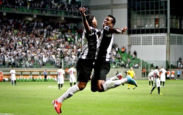 Ronaldinho e Jô comemoração Atlético-MG jogo São Paulo (Foto: Bruno Cantini / Site Oficial do Atlético-MG)