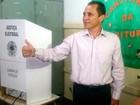 Candidato ao governo de MT, Dr. José Roberto vota em escola de Cuiabá