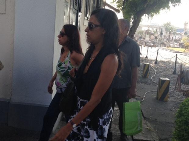 Familiares do cinegrafista Santiago Andrade chegam ao velório na Zona Portuária do Rio (Foto: Guilherme Britto/G1)