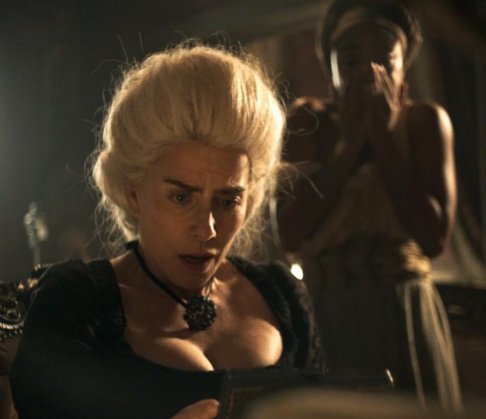 Dionísia fica horrorizada com o que vê (Foto: TV Globo)