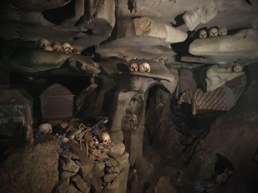 Nas várias cavernas da montanhosa região, são encontrados todos os tipos de ossos e esqueletos  (Foto: BBC)