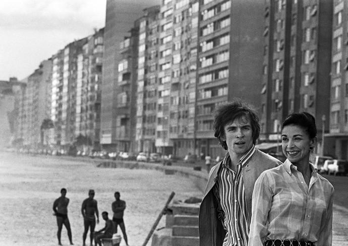 Os bailarinos Rudolf Nureyev e Margot Fonteyn, em Copacabana (1967) (Foto: Evandro Teixeira)