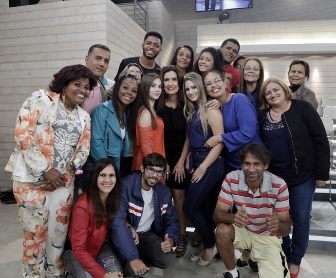 Fátima tira foto com a plateia do programa  (Foto: Artur Meninea/Gshow)