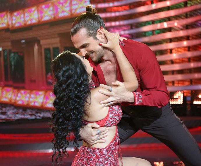 Igor Rickli e Suellem Morimoto lacraram com apresentação na noite da salsa (Foto: Carol Caminha/Gshow)
