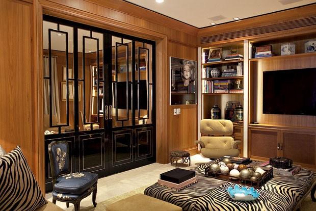 decoracao de interiores de casas de luxo: sem excessos foi assim que o casal proprietário deste apartamento no