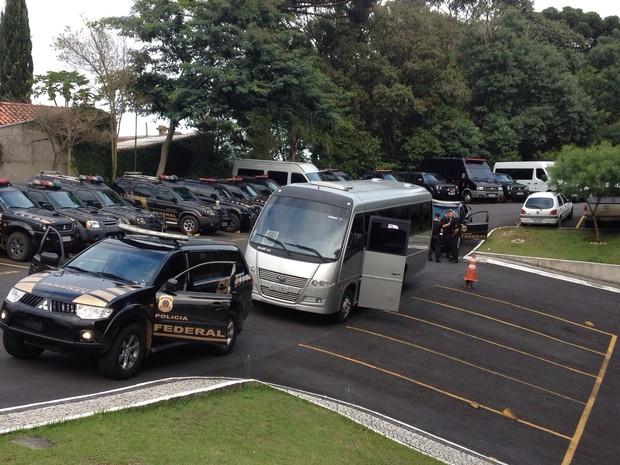 Um ônibusfará a transferência dos presos (Foto: Aa Zimmermann/ RPC Curitiba)
