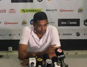 Narciso - técnico do ABC (Foto: Carlos Cruz/GloboEsporte.com)