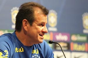 Dunga entrevista coletiva seleção brasileira (Foto: Aldo Carneiro/Pernambuco Press)