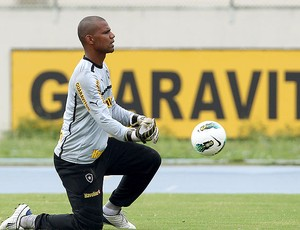 Jefferson no treino do Botafogo (Foto: Satiro Sodré / Agif)