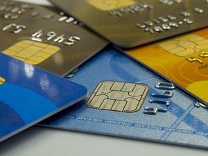 Cartões de crédito acumulados, que são considerados maiores 'vilões' das finanças pessoais