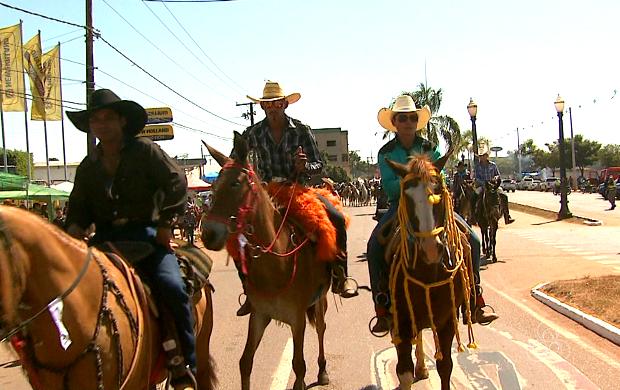 Polícia estima que 20 mil pessoas participaram da Cavalgada (Foto: Reprodução/Rede Amazônica Acre)