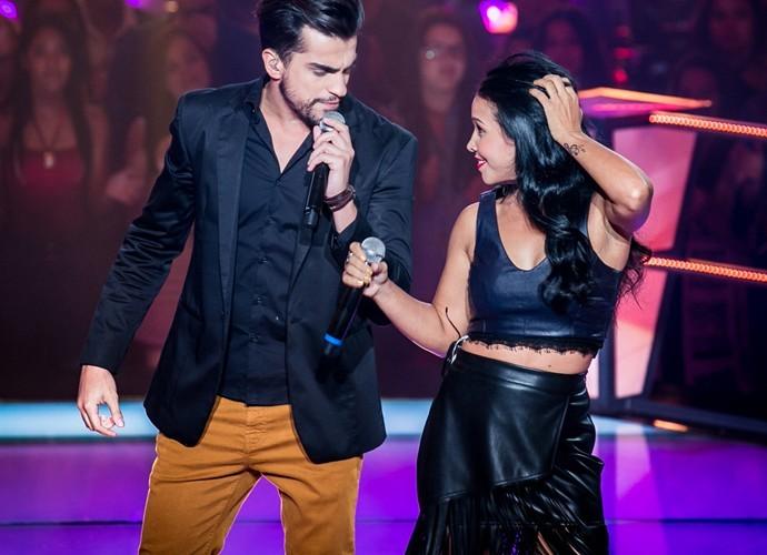 Matteus canta com Paulynha Arrais em Batalha do 'The Voice' (Foto: Isabella Pinheiro / Gshow)