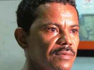 Irmão de vítima de chacina compareceu à delegacia em Santos, SP (Foto: Lincoln Chaves/G1)