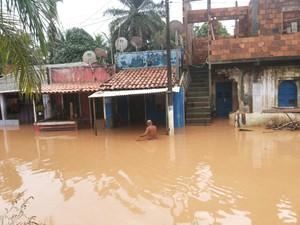 Enchente Santo Amaro Bahia 2 (Foto: Robel Sousa/TV Bahia)