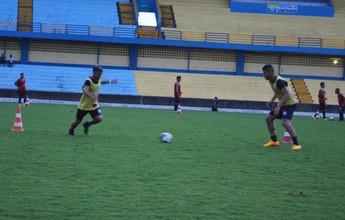 Sem folga no feriado, Leão faz treino coletivo no Estádio Colosso do Tapajós