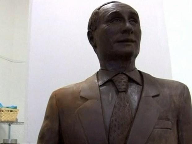Putin foi homenageado com estátua de chocolate em tamanho real na Rússia (Foto: Reuters)